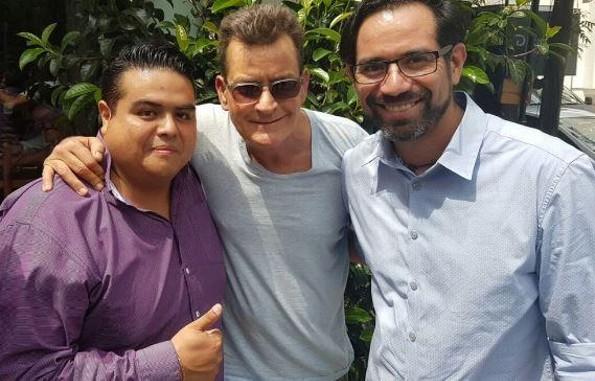 ¡Charlie Sheen se pasea por México! (FOTOS)