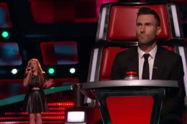 Latina interpreta tema de Selena y conquista a Adam Levine en 'The Voice' (VIDEO)